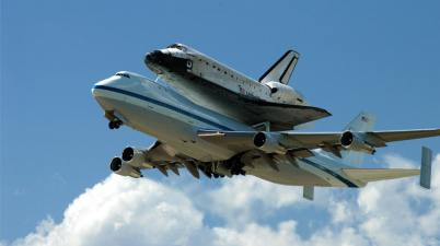 Space shuttle Discovery piggyback