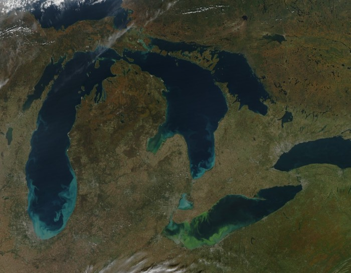 2011 algae bloom in Lake Erie (Photo: NASA Earth Observatory)