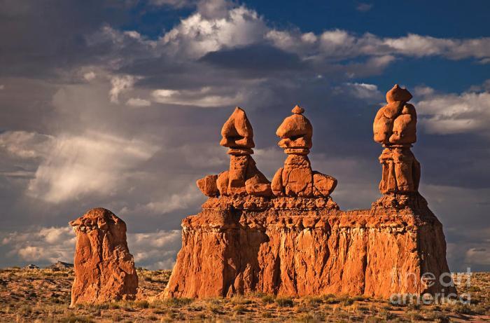 Three Sisters hoodoos, Goblin Valley, Utah
