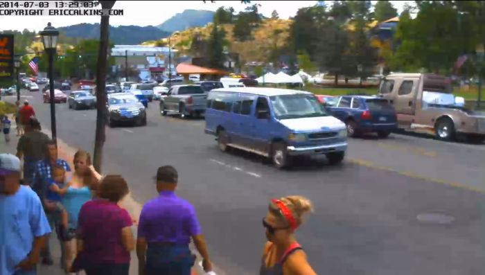Screenshot from camera at The Shirt Rack on Elkhorn Avenue, Estes Park, CO. Click for current live view.