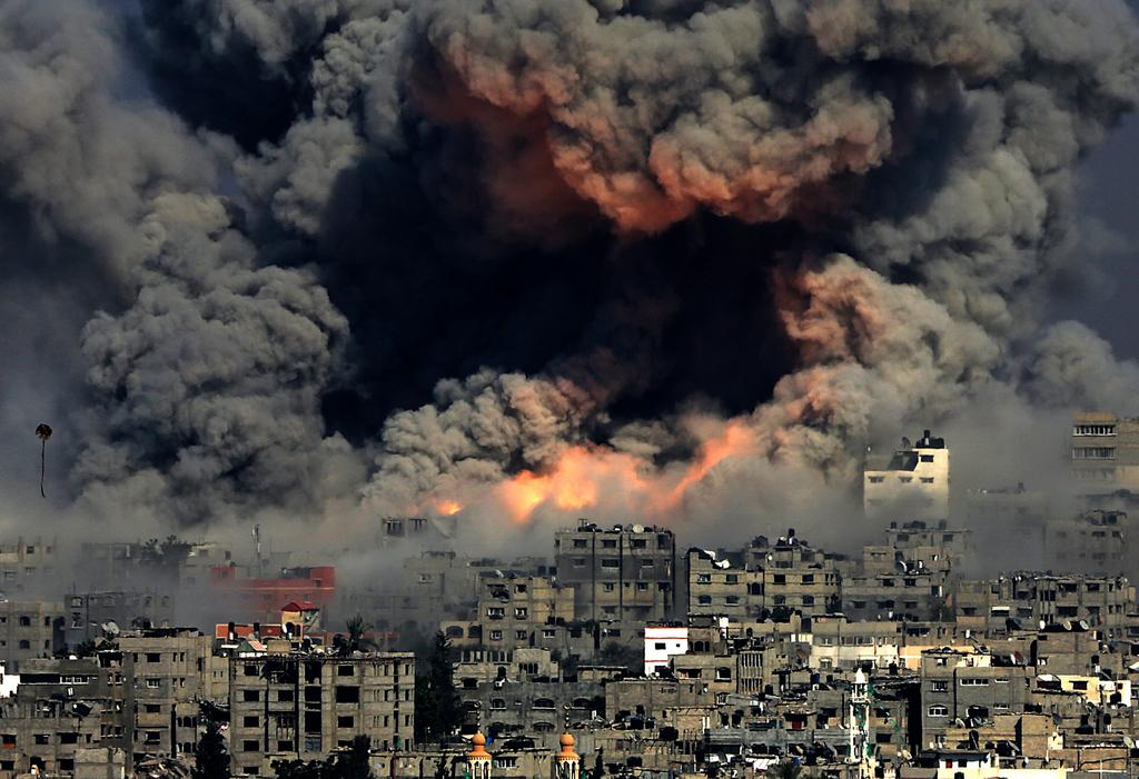New photo from Gaza today looks like actual hell on earth. (Credit: Imgur/jjlew080)