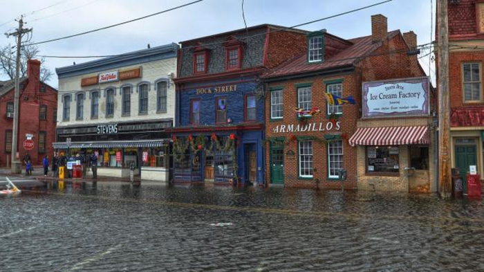 Annapolis, MD, during a king tide flood in 2012. King tides occur when the sun and moon align during perigee — the point at which the moon's orbit passes closest to Earth. (Image: Amy McGovern/flickr)