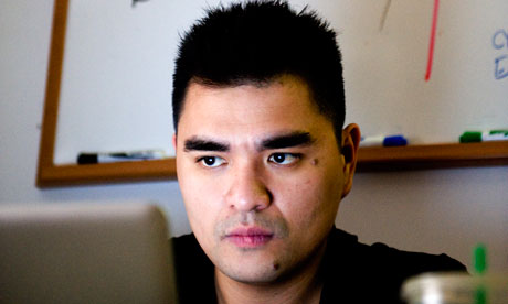 Jose Antonio Vargas as his desk (Image: Bonnie Jo Mount/Washington Post)