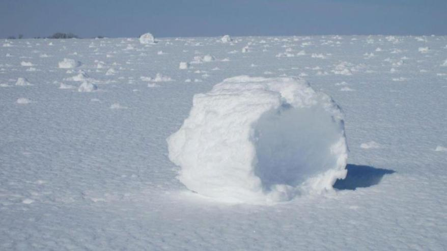 Snow rollers from Winter Storm Rocky on Feb. 26, 2013. (Photo credit: Lucinda Gates via NWS-Wichita)