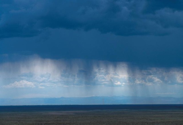 Virga east of Denver (click to enlarge)